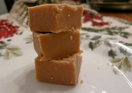 Easy Peanut Butter Fudge, Only 4 Ingredients